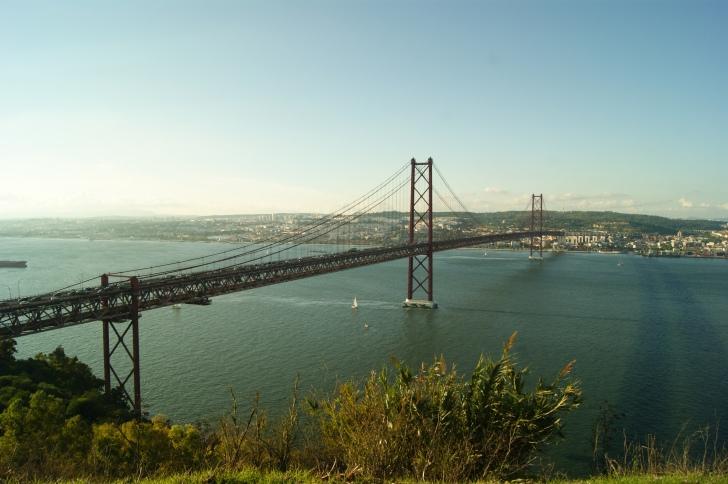 Blick auf die Ponte 25 de Abril auf die Brücke