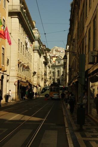Nebenstraße im Zentrum Lissabons