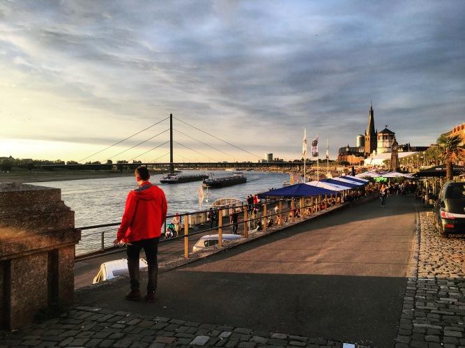 Abends am Rheinufer